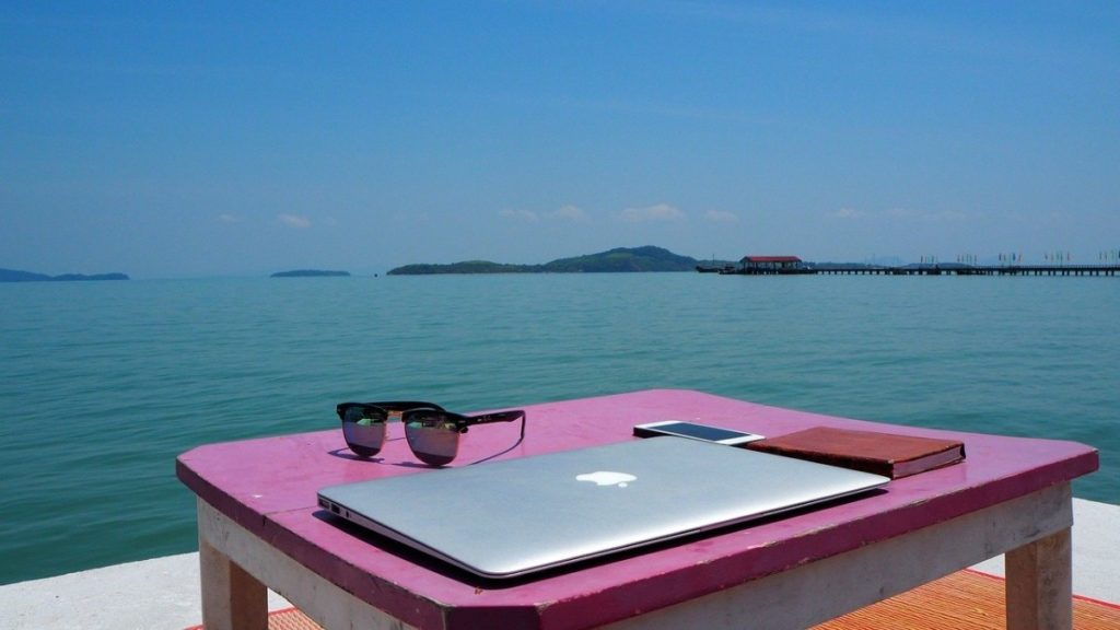 How to travel with a full time job