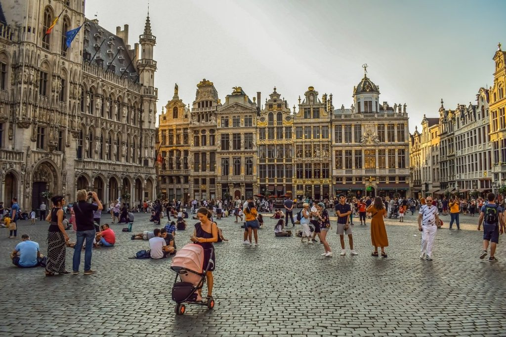 Best travel tips for Europe - free walking tours