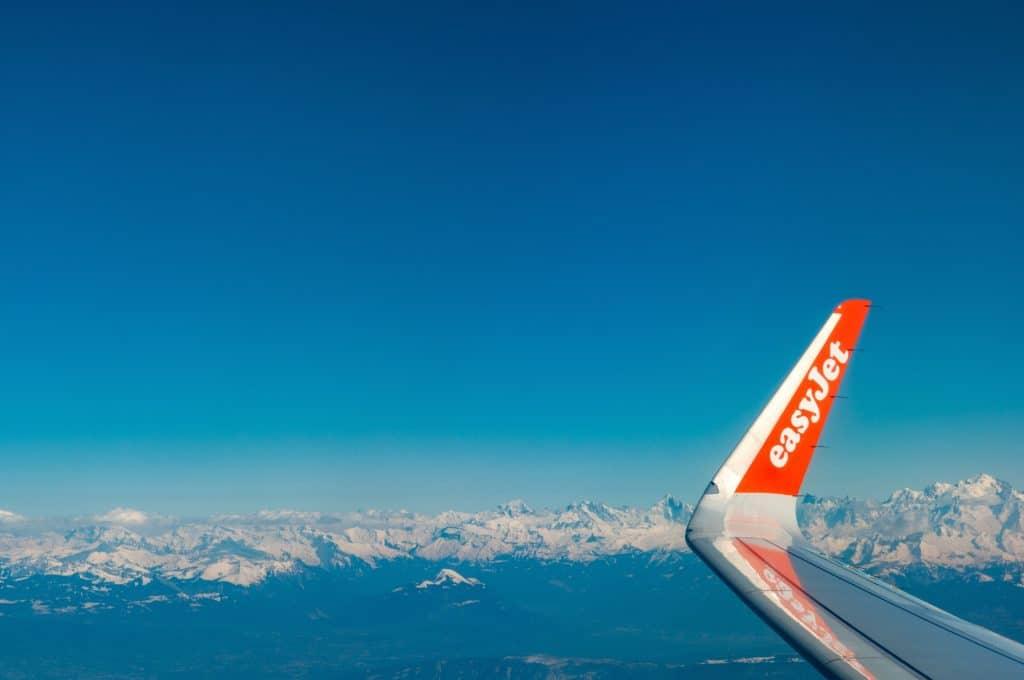 wing of easy jet plane