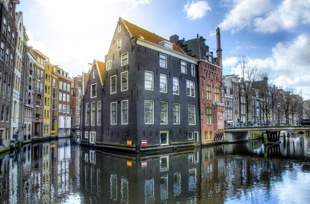 Amsterdam - Day trips from Paris - email address