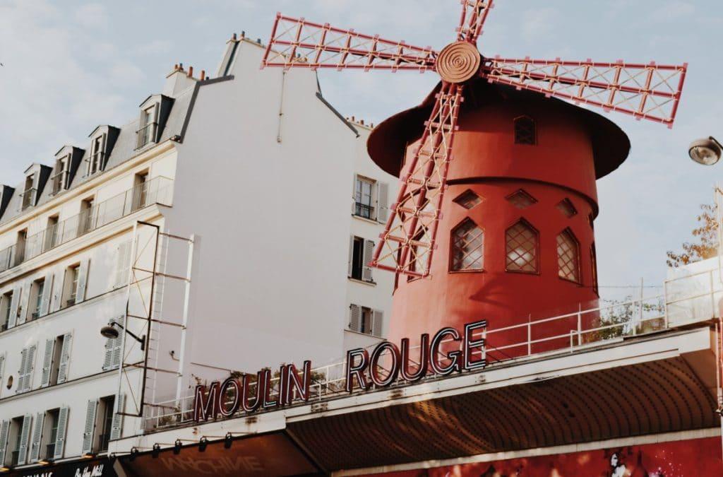 Best photo spots in Paris - Moulin Rouge