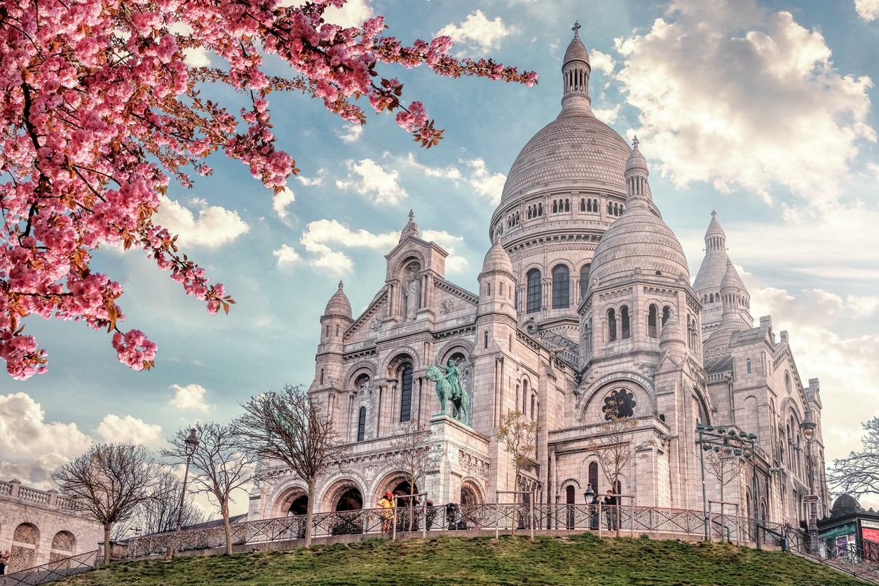 Sacre Coeur in Montmartre - Paris Experiences