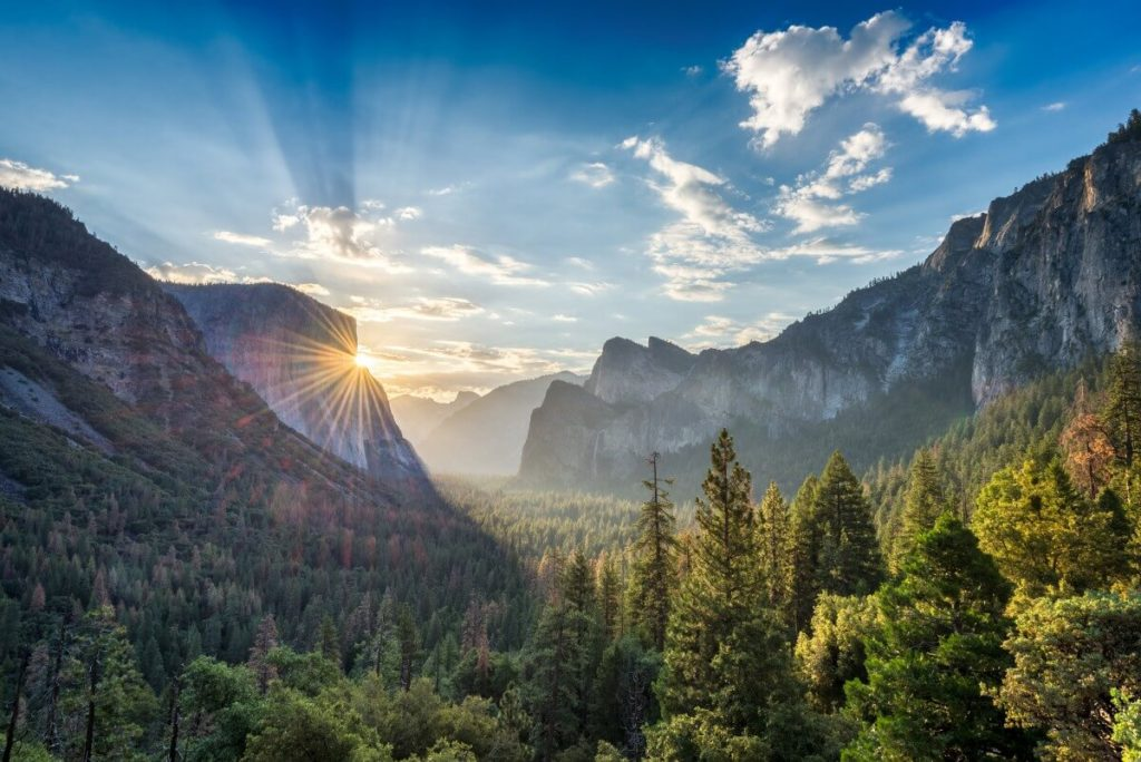 Tunnel View Sunrise - Things to see in Yosemite