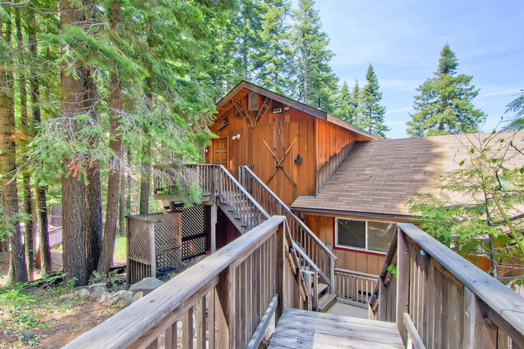 Alpine View Townhouse - Yosemite lodging - AirBnB Yosemite Tree house