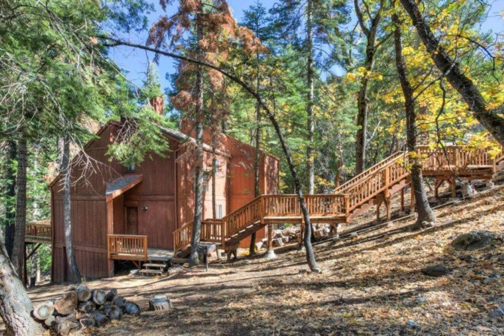 Rustic Loft Cabin AirBnB near Yosemite National Park