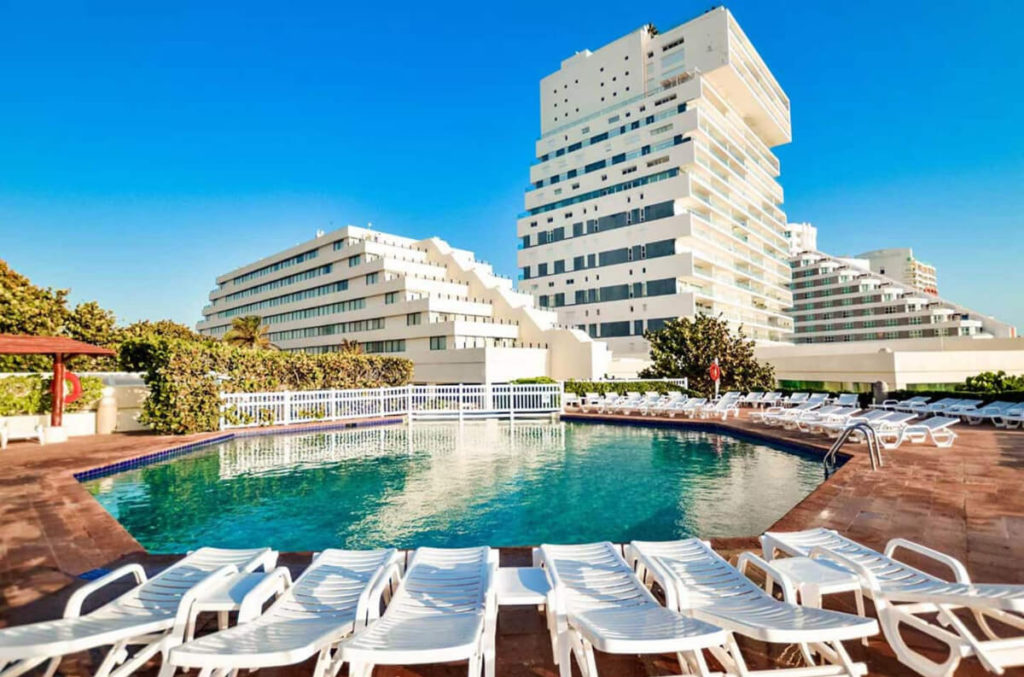 Affordable Resort Room in Cancun (1)